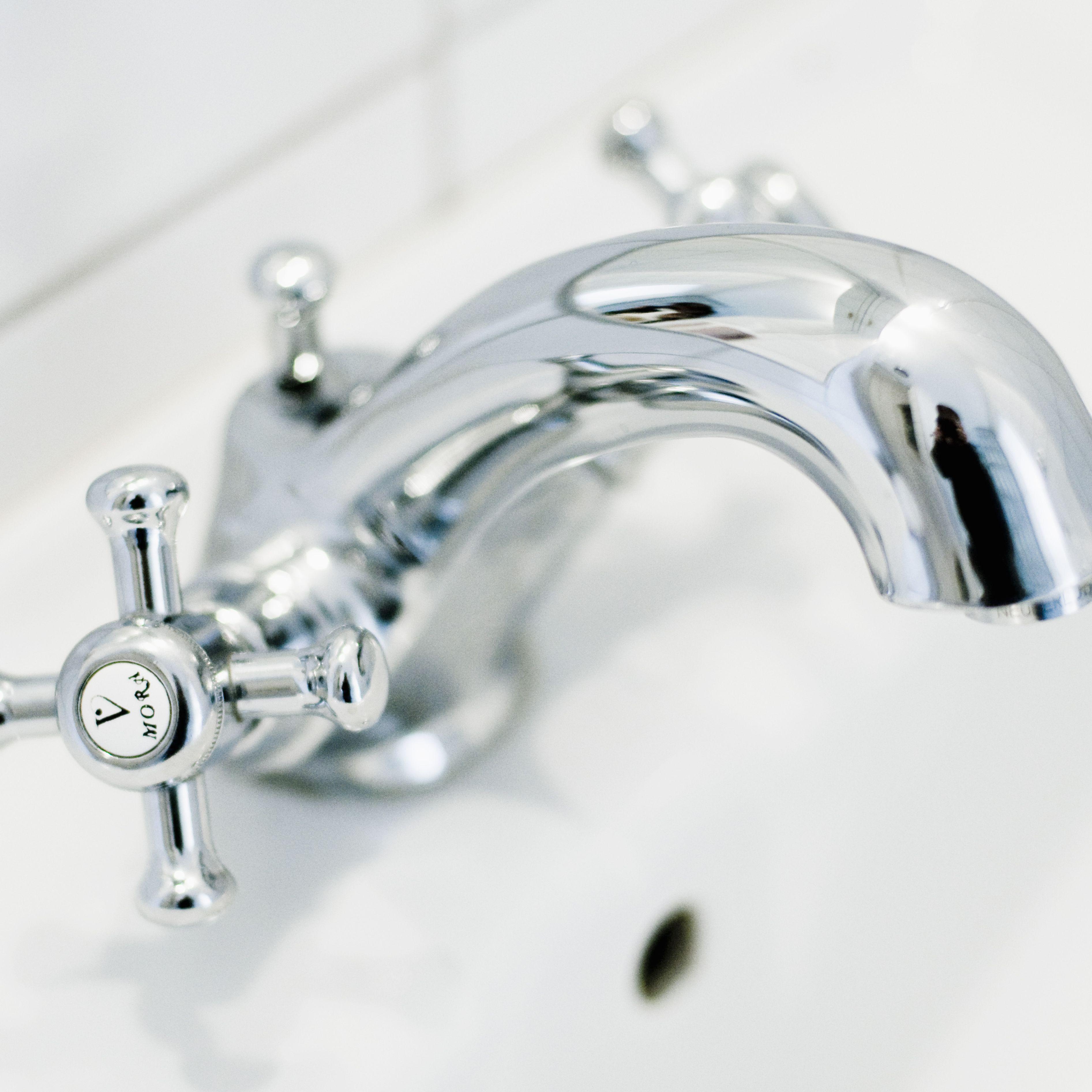 replace a mobile home bathtub faucet