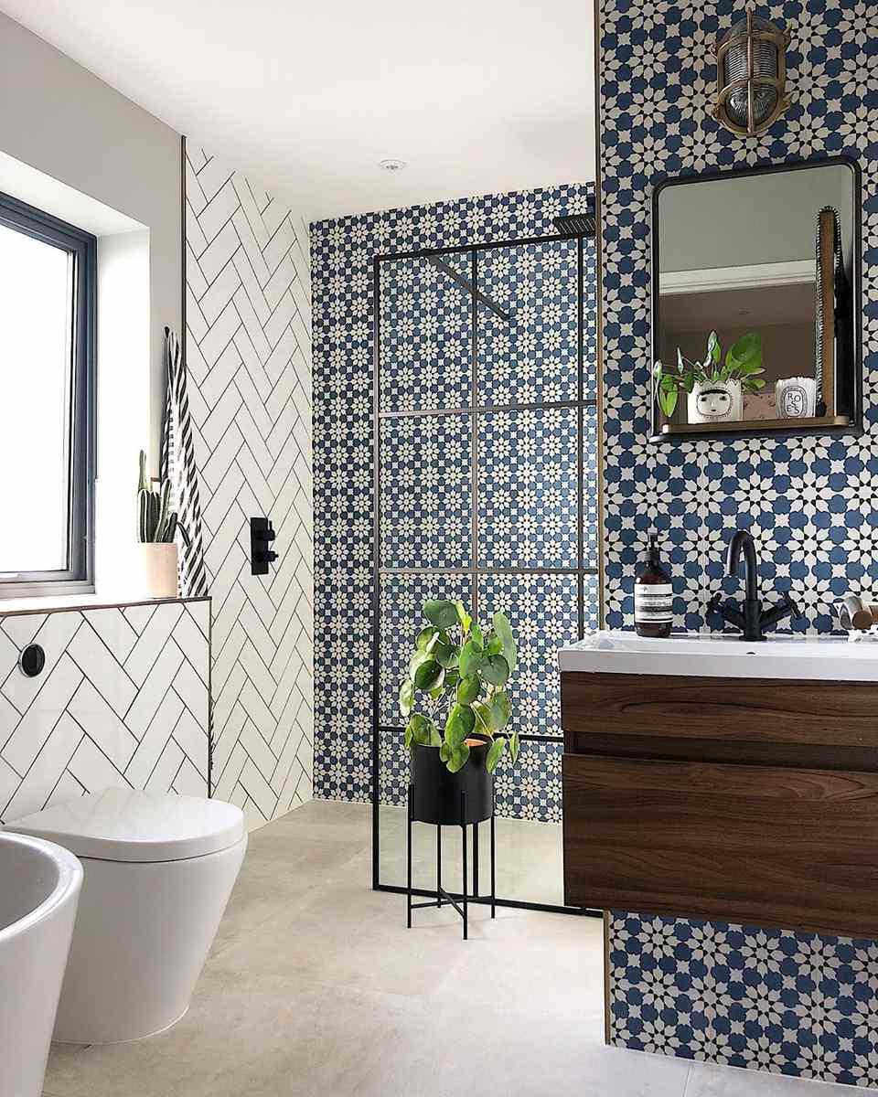 17 Stunning Bathroom Tile Ideas on Floral Tile Bathroom Ideas  id=45732