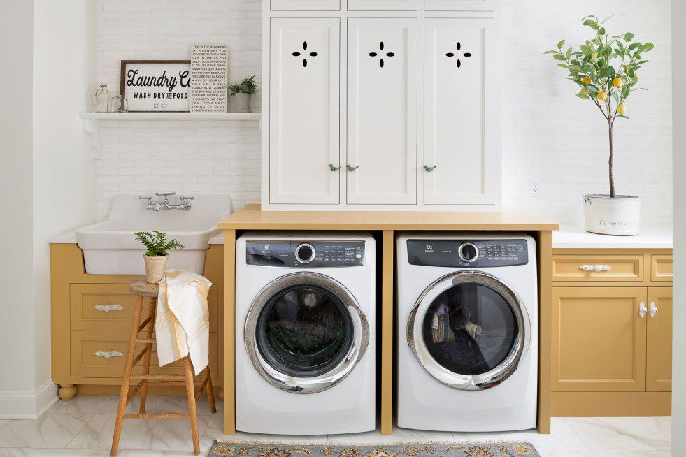 10 Laundry Room Decorating Ideas For Style and Function on Laundry Decorating Ideas  id=76957