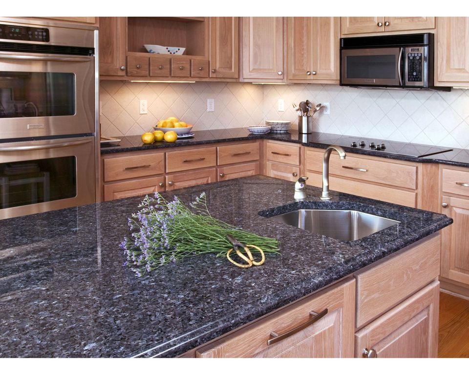 How to Choose the Best Colors for Granite Countertops on What Color Cabinets Go Best With Black Granite Countertops  id=32866