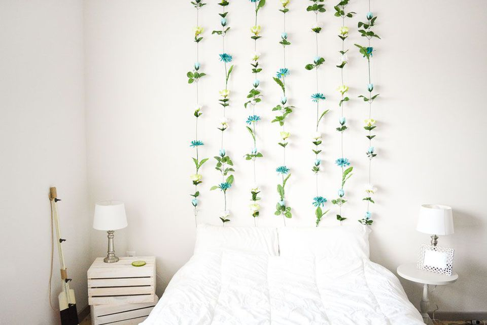 10 DIYs to Decorate an Empty Wall on Hanging Wall Sconces For Flowers id=88153