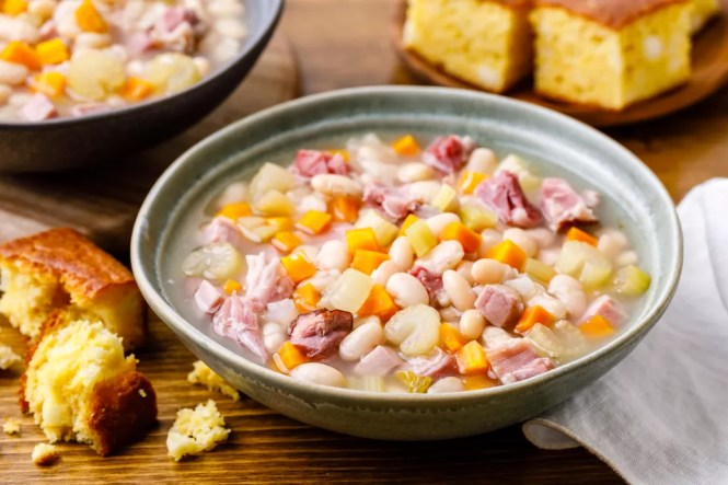 Simple Navy Bean Soup with Ham