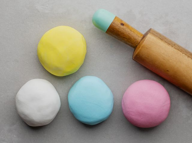 How To Make Two Types of Fondant Icing