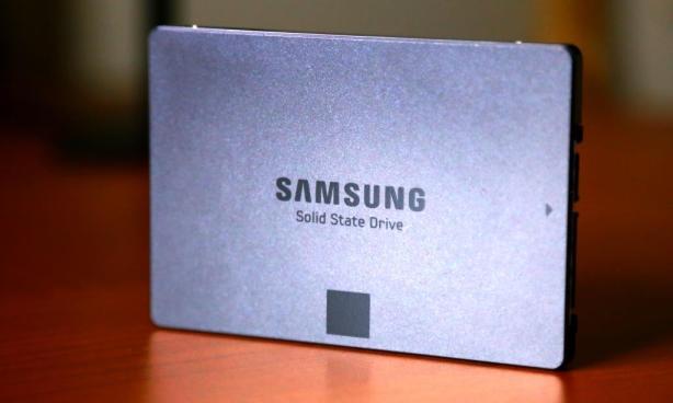 Samsung EVO 840 1TB SSD Standing 2
