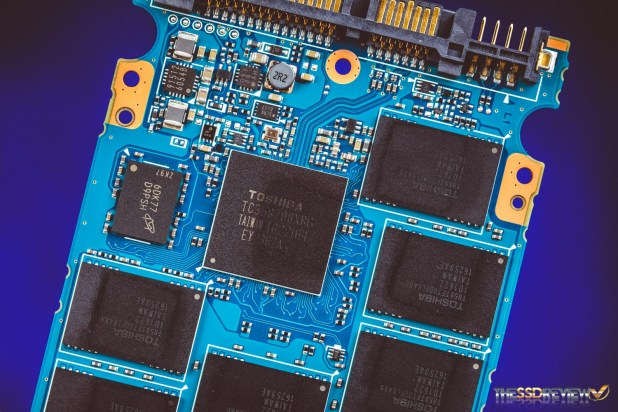 ocz-vx500-ssd-components