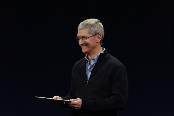 Apple CEO to donate wealth to charity | Toronto Star