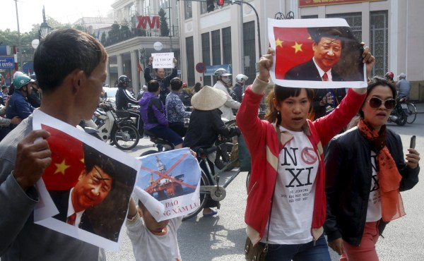 China tries to woo a wary Vietnam away from the U.S ...