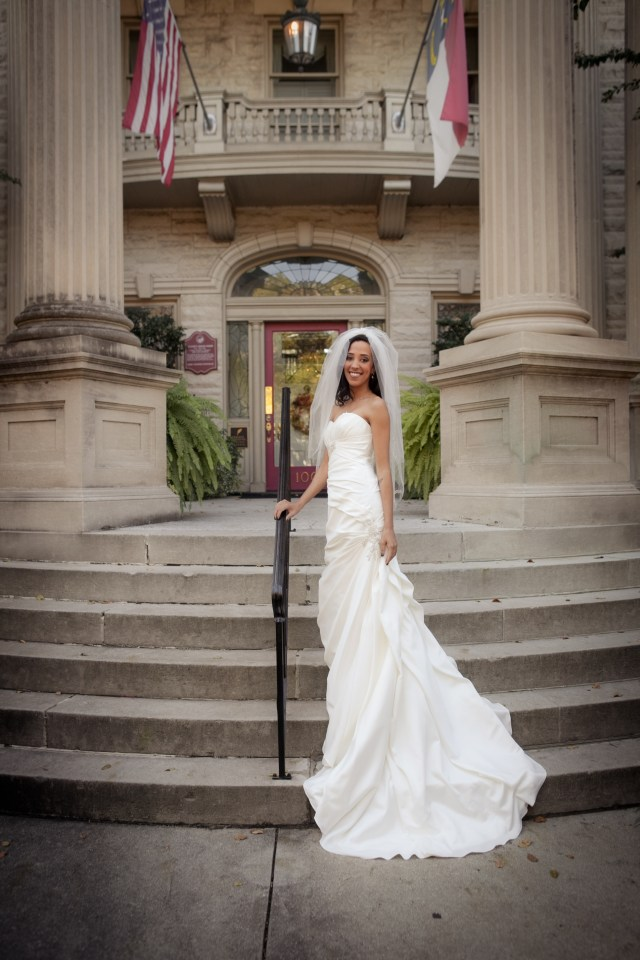 Historic mansion bridal portraits- thestarlingsjourney.com