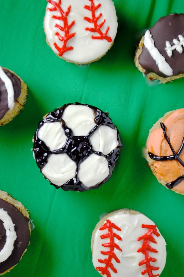 make these sports-themed mini cakes #NetflixKids