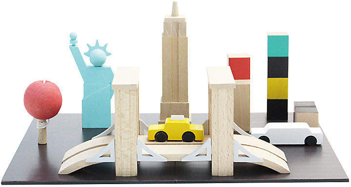 Let their imaginations run wild with this New York-themed block set, featuring a two-panel magnetic base, seven wooden pieces, and chalk.