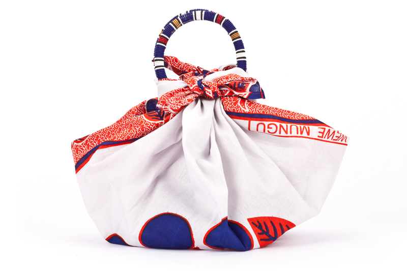 So this Mother's day when you are considering getting that mom in your life a special gift why not check out some of the gorgeous handcrafted items from The Pikolinos Maasai Project Collection- they've got gorgeous bags too like this Massai one below- and PAY IT FORWARD!