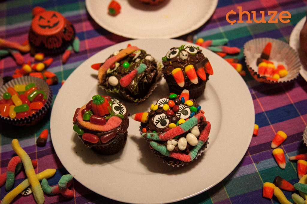 """Chuze's Make Your Own Monsters kitchen craft promises to mesmerize kids from toddler to tween. Kids benefit from hands-on sensory play exploring a variety of textures, colors, smells and flavors. Typing HALLOWEEN BUNDLE into the Chuze app gets you Duncan Hines Cake, Frosting and """"Any Product,"""" coupons, too."""