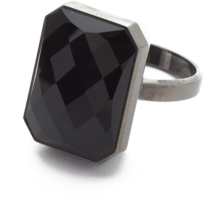 With the Ringly app, ensure that only the notifications you want to receive come through. Detailed with a faceted onyx stone, this gunmetal-tone Ringly ring offers a customizable, elegant way of staying connected.