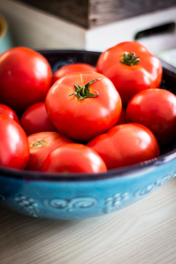 The antioxidant lycopene has been shown to protect the skin against sunburn and is at least twice as effective an antioxidant as betacarotene when it comes to blocking UV light. It also helps rid the body of free radicals. Chow down on tomatoes, papaya, guava, red bell peppers and pink grapefruit.
