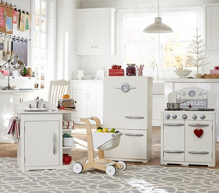 This Simply White Retro Kitchen Collection offers everything budding chefs need.