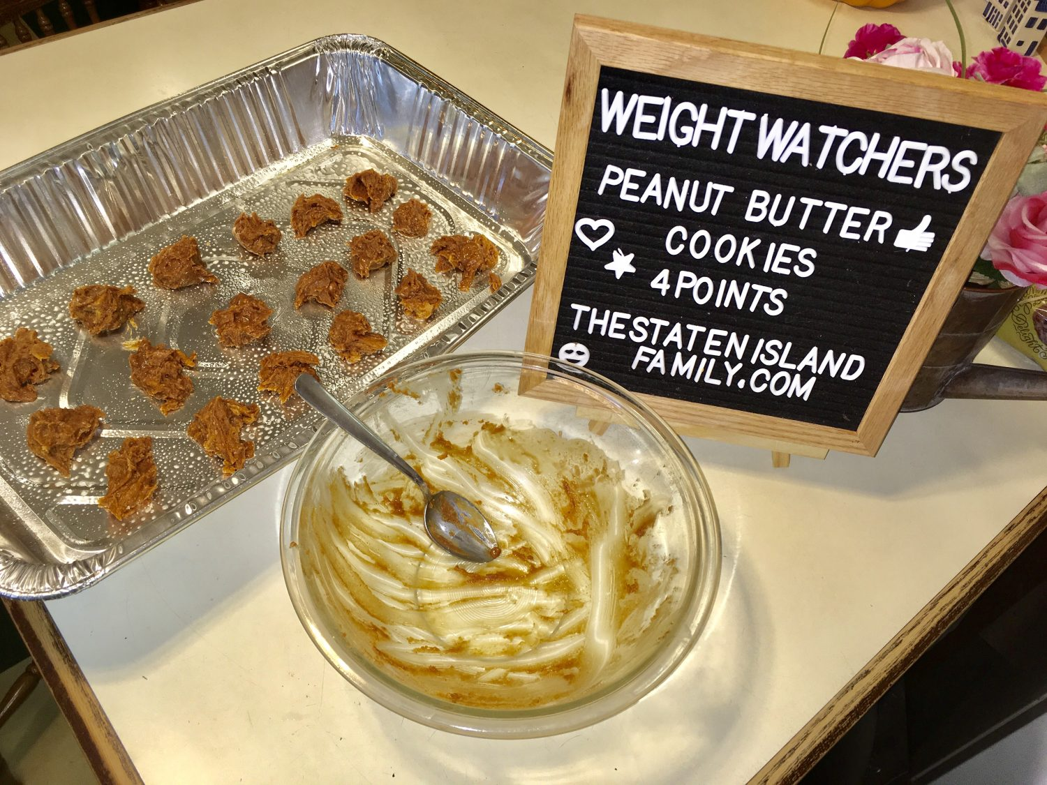 Peanut Butter Weight Watchers Cookies are a great treat for only 4 SmartPoints on the WW FreeStyle Plan. These are easy peanut butter cookies that everyone in your home will love to have as a treat.