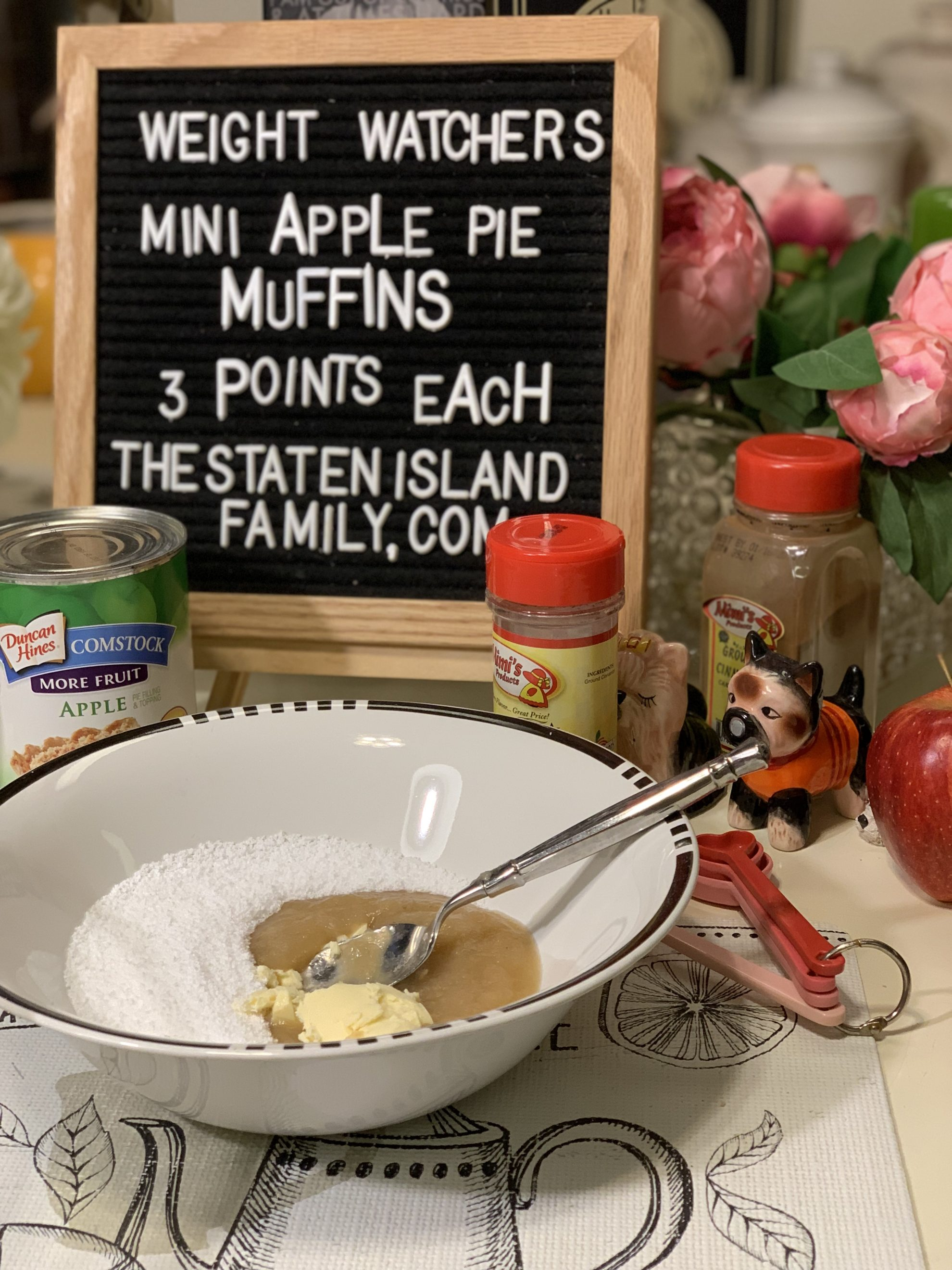 Go team blue 💙these weight watchers mini apple pie muffins are the perfect holiday dessert! and with their made from scratch doughy crust they are super filling! get the recipe for these three point treats here: https://www.thestatenislandfamily.com/weight-watchers-mini-apple-pie-muffins/