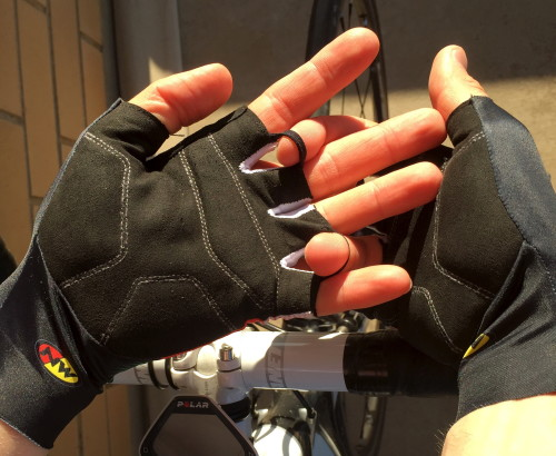 Between the fingers is a lighter, mesh material that serve as vents, according to Northwave, but whatever their purpose, and probably because of the stretchiness of the rest of the materials they are attached to, they never cut into the... finger pits? (syndactyly, actually)... when your hands are pressed into the bars, like a few of my other gloves tend to do, and which gets a bit annoying after a few hours on the bike.
