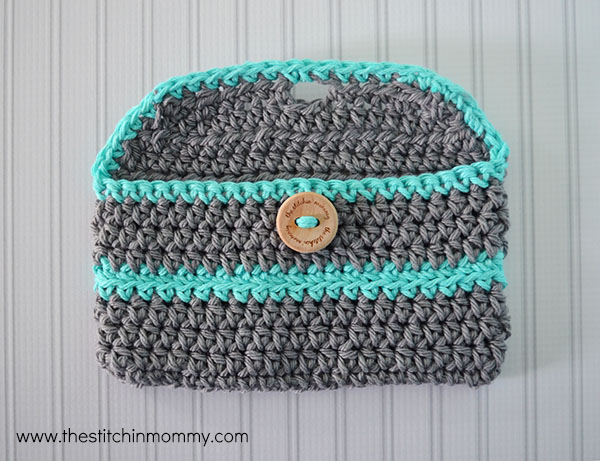 Crochet Mini Clutch Purse - Free Pattern | www.thestitchinmommy.com
