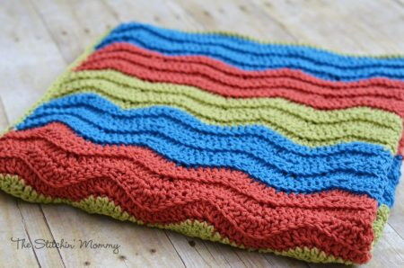 Easy Crochet Ripple Blanket - Free Crochet Pattern | www.thestitchinmommy.com