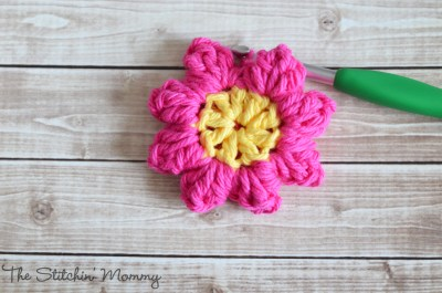 Crochet Popcorn Flower - Free Pattern & Photo Tutorial www.thestitchinmommy.com