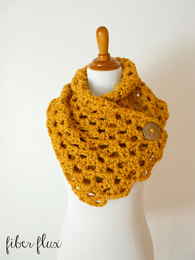 autumn-morning-button-cowl