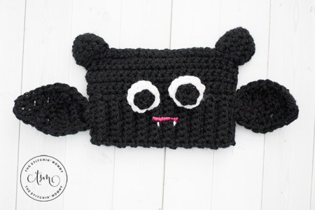 Baby Bat Sack Hat - Free Crochet Pattern | www.thestitchinmommy.com