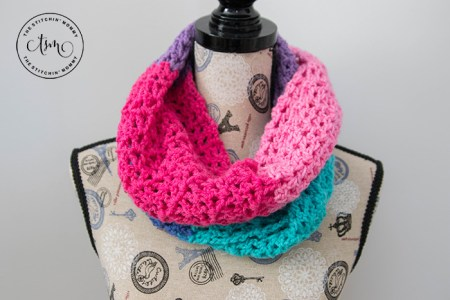 Berry Cakes Infinity Scarf - Free Crochet Pattern - Scarf of the Month Club hosted by The Stitchin' Mommy and Oombawka Design | www.thestitchinmommy.com #ScarfoftheMonthClub2017