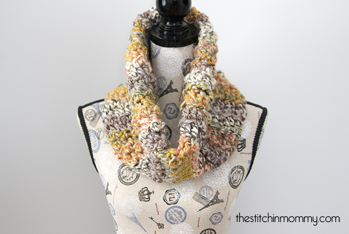 Carnival Games Cowl - Free Crochet Pattern - Scarf of the Month Club hosted by The Stitchin' Mommy and Oombawka Design | www.thestitchinmommy.com #ScarfoftheMonthClub2017