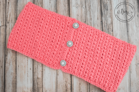 Coral Crush Button Infinity Scarf - Free Crochet Pattern | www.thestitchinmommy.com