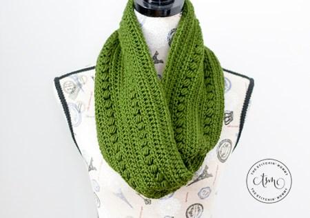 Cypress Infinity Cowl - Free Crochet Pattern #ScarfHatoftheMonthClub2020 | www.thestitchinmommy.com