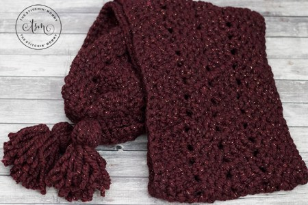 Garnet Waves Scarf - Free Crochet Pattern - Scarf of the Month Club hosted by The Stitchin' Mommy and Oombawka Design | www.thestitchinmommy.com #ScarfoftheMonthClub2018