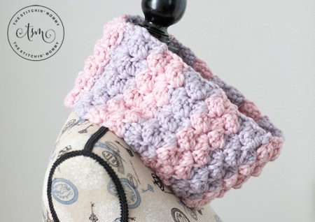 The Lola Cowl - Free Crochet Pattern | Scarf of the Month Club hosted by The Stitchin' Mommy and Oombawka Design | www.thestitchinmommy.com #ScarfoftheMonthClub2018