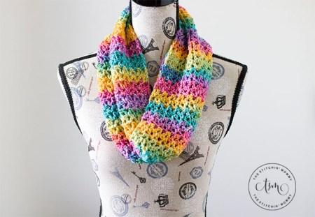 Rainbow Love Cowl - Free Crochet Pattern #ScarfHatoftheMonthClub2020 | www.thestitchinmommy.com