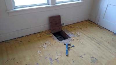 mstr-bedroom-hardwood-floor-and-laundry-shoot