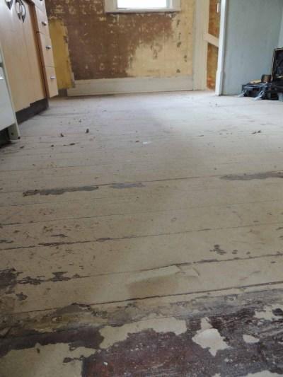 up-close-hardwood-floors-in-kitchen