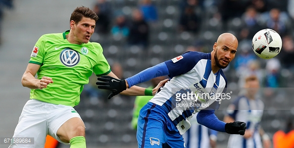 BERLIN, GERMANY - APRIL 22: John Anthony Brooks of Hertha BSC and Mario Gomez of VfL Wolfsburg compete for the ball during the Bundesliga match between Hertha BSC and VfL Wolfsburg at Olympiastadion on April 22, 2017 in Berlin, Germany. (Photo by Boris Streubel/Bongarts/Getty Images)
