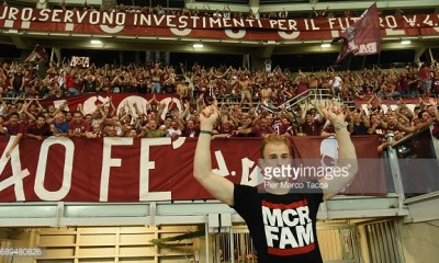 TURIN, ITALY - MAY 28: Goalkeeper of FC Torino Joe Hart celebrates under FC Turin's fans at the end of last Serie A match between FC Torino and US Sassuolo at Stadio Olimpico di Torino on May 28, 2017 in Turin, Italy. (Photo by Pier Marco Tacca/Getty Images)