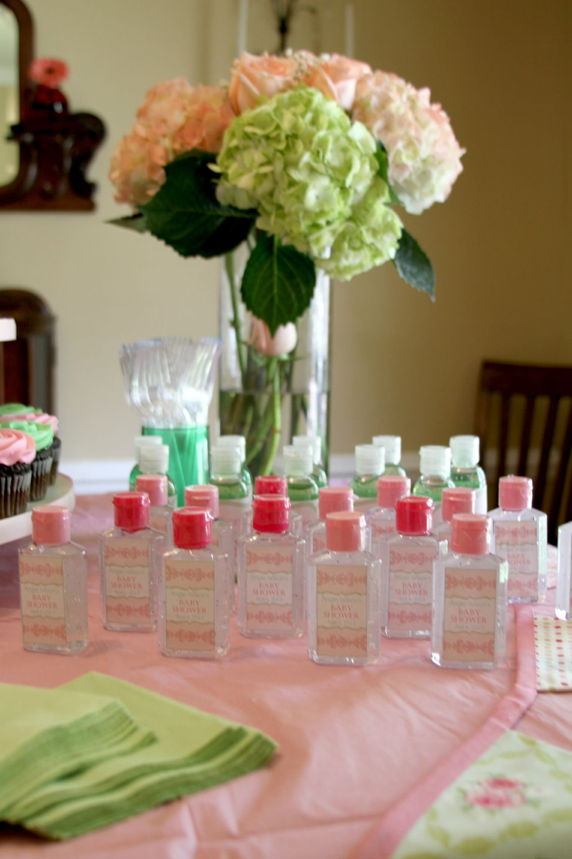 Easy affordable diy baby shower favors the storibook for Baby shower decoration ideas diy