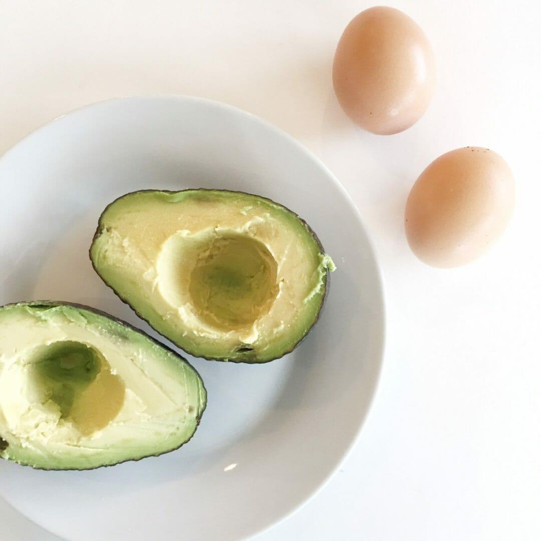Baked Egg Topping In Bread Bowl: Baked Avocado Egg Bowl Recipe