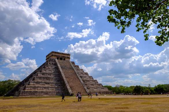 temple-chichen-itza-loin