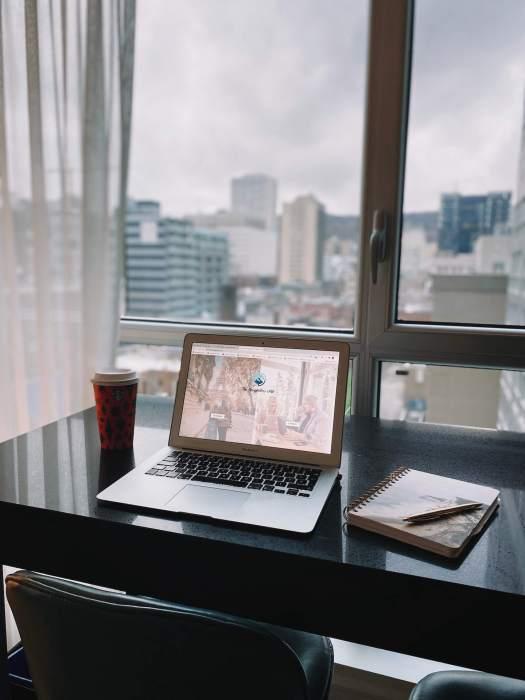 ordinateur-bureau-cafe-hotel-crystal