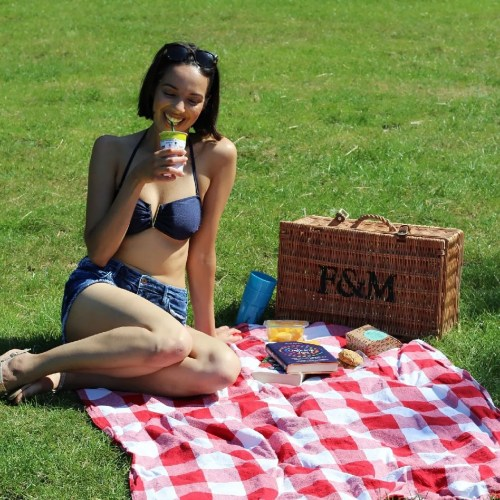 taking photos reduces memory - picnic at park - women's lifestyle blog - The Style of Laura Jane
