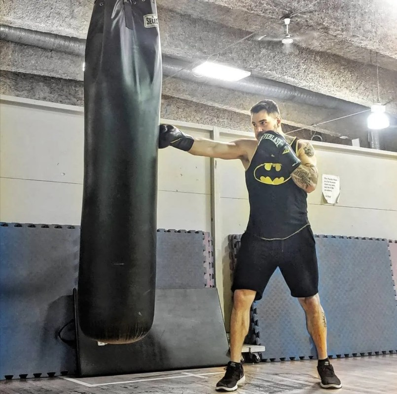 man boxing in gym - Instagram fitness