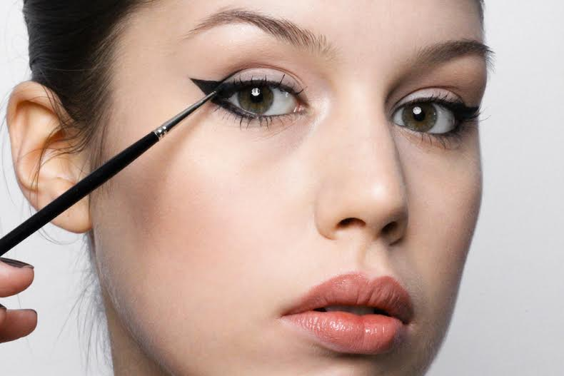 How to do perfect winged liner for hooded eyes