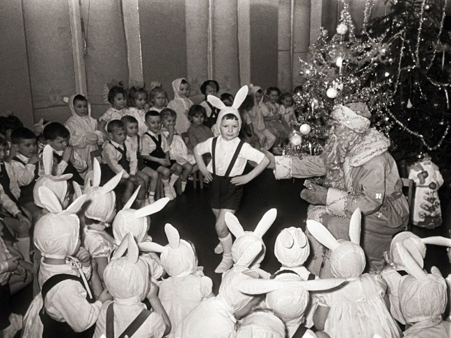 Soviet-New-Year-Celebration-Traditions-tree