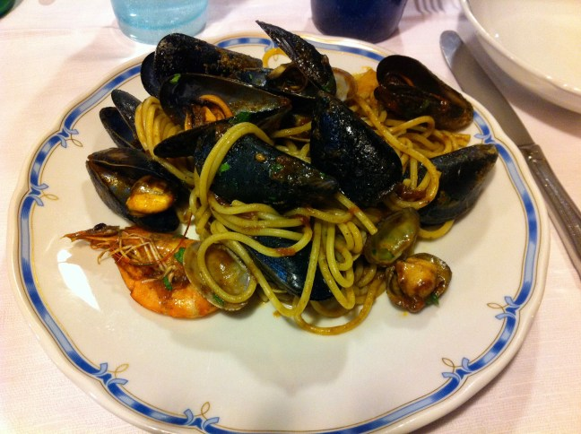 cinque-terre-italy-food-stylish-voyager