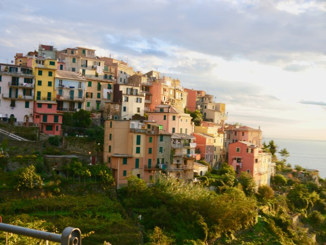 cinque-terre-italy-travel-stylish-voyager