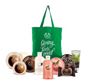 the-body-shop-c2b3giving-feels-good-10-piece-giving-kit