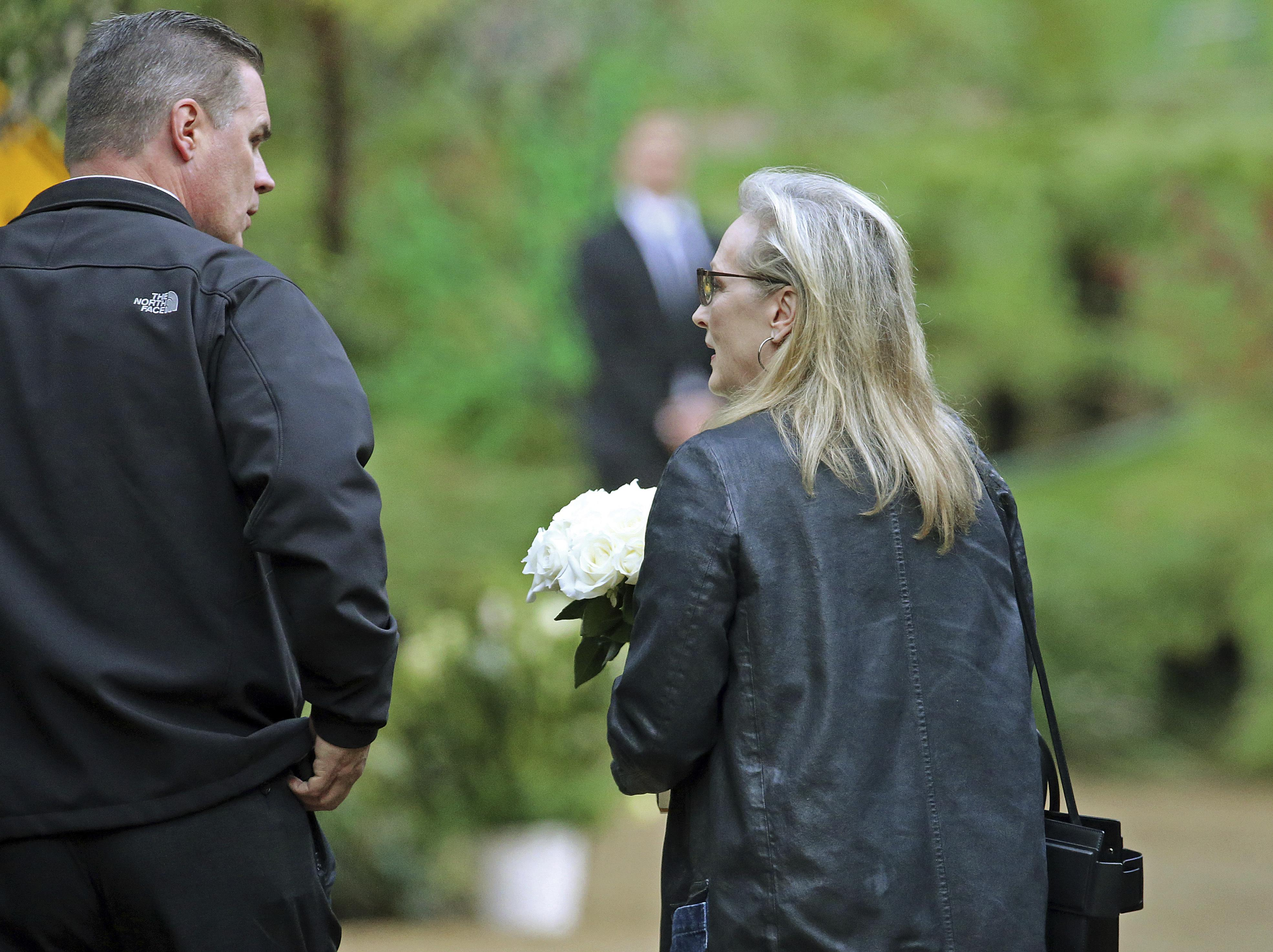 private memorial service held in beverly hills for carrie - HD3941×2948